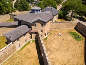 Gaol Arial