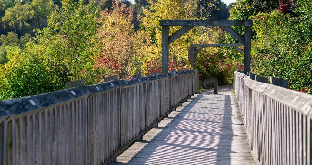 Menesetung Bridge